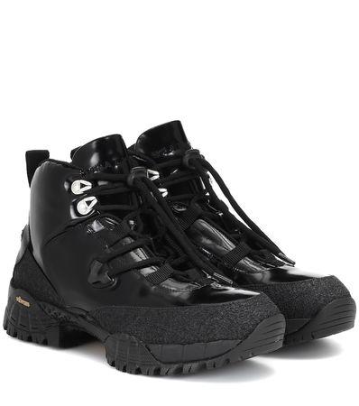 1017 ALYX 9SM Ankle Boots aus Lackleder schwarz