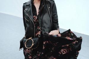 Gesichtet bei Instagram: Blumenkleid mit Lederjacke