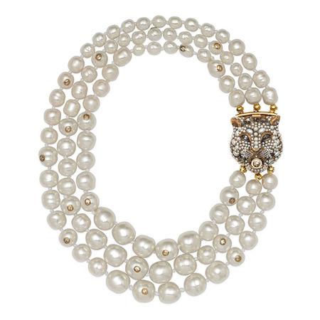 Gucci Mehrlagige Halskette mit Perlen und Feline-Verschluss braun