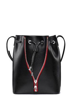 HUGO BOSS Beuteltasche aus Glattleder mit kontrastfarbenem Reißverschluss schwarz