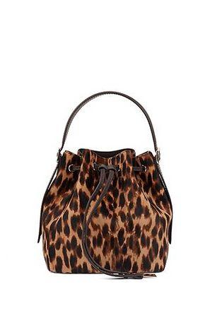 HUGO BOSS Beuteltasche aus italienischem Fell mit Leoparden-Print braun