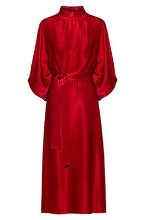 HUGO BOSS Schimmerndes Kleid im Kimono-Stil mit Taillengürtel rot