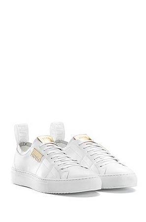 HUGO BOSS Sneakers aus italienischem Leder mit metallenen Logo-Details grau