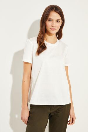 Moncler  - Baumwoll-Shirt mit rückseitigem Detail Crème- T-Shirt in Crème - Rundhalsausschnitt - Kurze Ärmel - Seitliche Ausstamzung - Lockere Silhouette - Rückseitiges Detail - Auf Gesäßhöhe endend Größe des Models: 177cm Material 1: - 100% Baum
