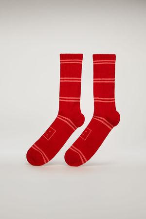 Acne Studios  FA-UX-ACCS000017 Rot/Multi  Gestreifte Socken mit Face-Jacquard braun