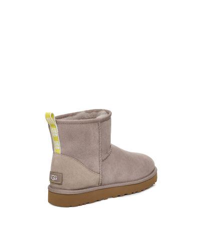 UGG  Classic Mini Ii Graphic Logo Boot Damen Oyster / Neon Yellow 36 braun