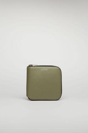 Acne Studios  Csarite S Dunkelgrün/Schwarz Mittelgroßes Portemonnaie mit Reißverschluss grau