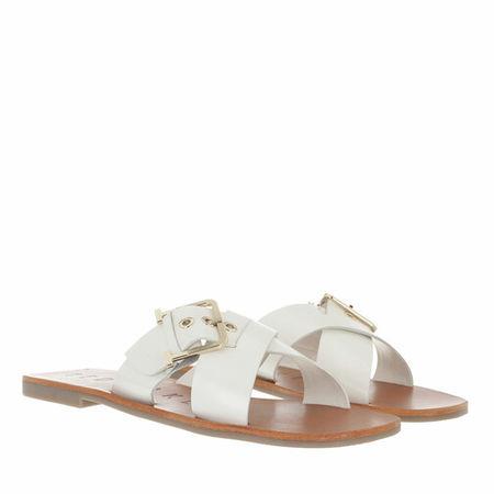 Ted Baker  Sandalen & Sandaletten - Joseei Buckle Detail Flat Sandal - in weiß - für Damen