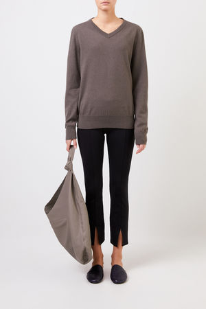 The Row  - Cashmere-Pullover 'Maley' mit V-Neck Grau-grün 100% Cashmere Made in USA